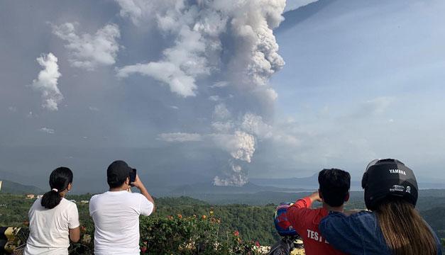 Riesgo de erupción de volcán filipino sigue siendo elevado pese a una relativa calma
