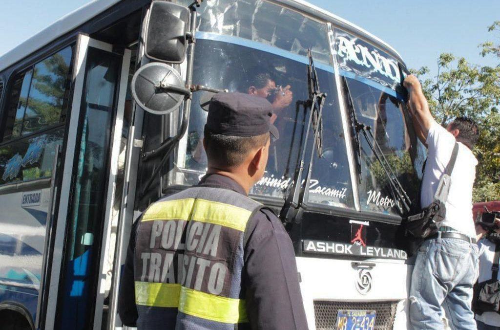 VMT desarrolla operativos en el transporte público para retirar polarizados, barras led y alógenas