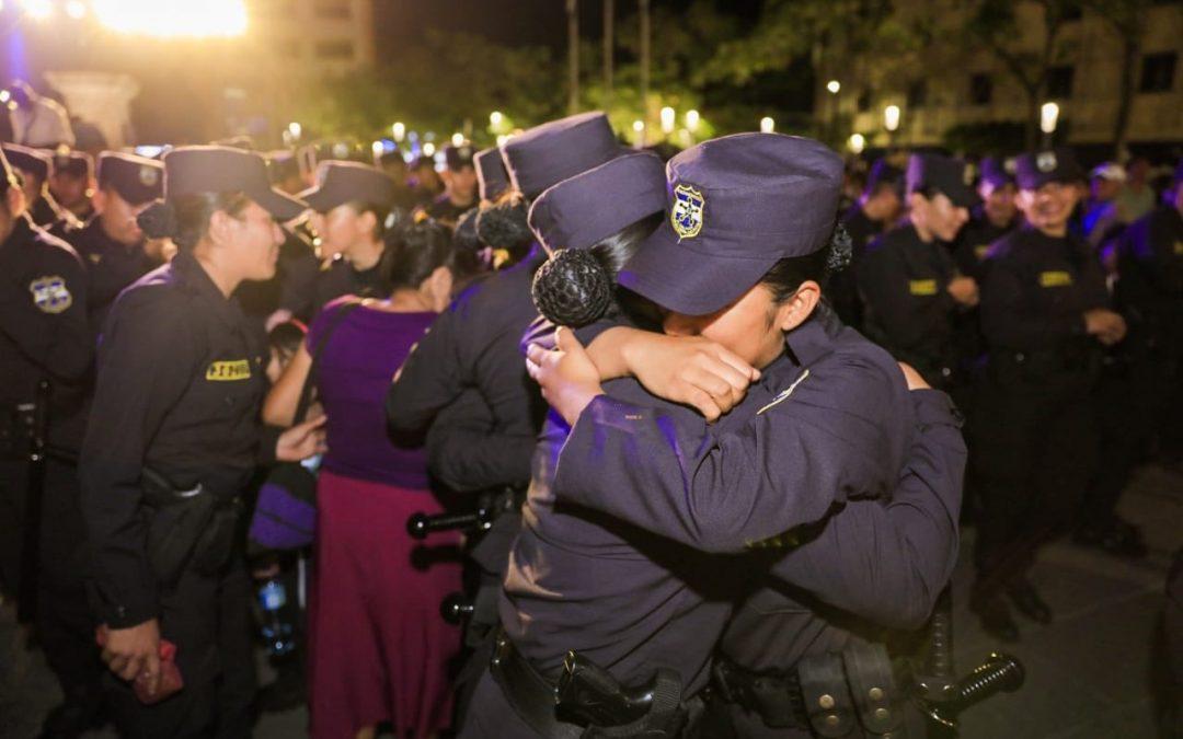 La policía juramenta a 270 nuevos agentes policiales.