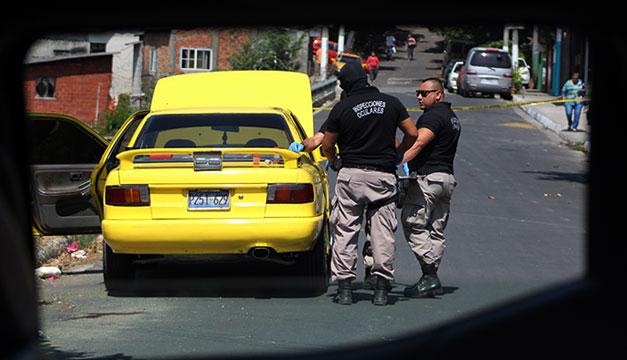 Asesinan a taxista frente a un comercial en San Salvador